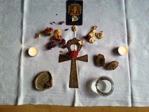 unser Altar für die Meditations-Reise zur Sonne (in Anlehnung an das Porta Mystica Ritual)